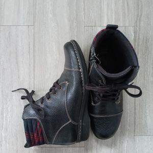Clarks Whistle Bea Black Leather Zip Bootie sz 10